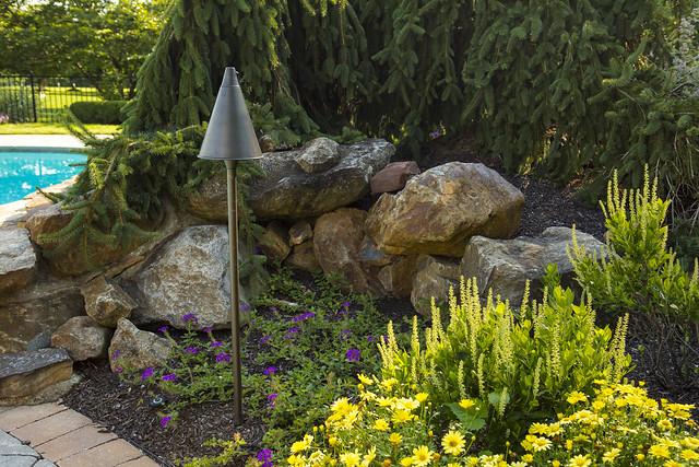 Tikit in garden